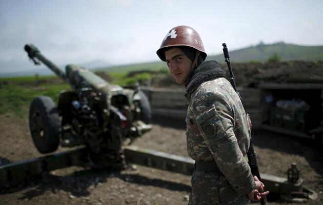 Армения и Азербайджан обвиняют друг друга об обстрелах в первый час  перемирия