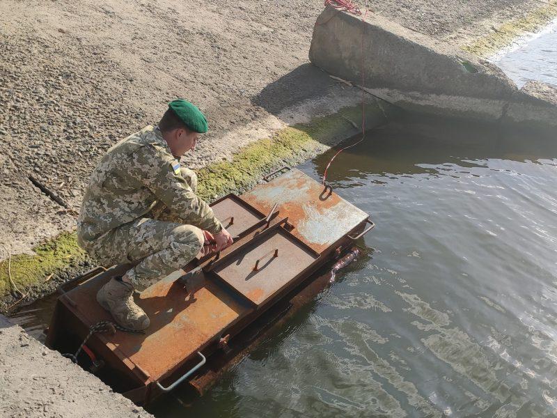 Пограничники на границе Молдовой обнаружили «субмарину» контрабандистов (ФОТО, ВИЕО)