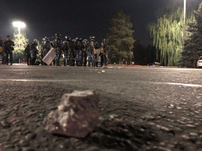 В Кыргызстане протесты после выборов — СИЗО захватили, экс-президента выпустили (ВИДЕО)