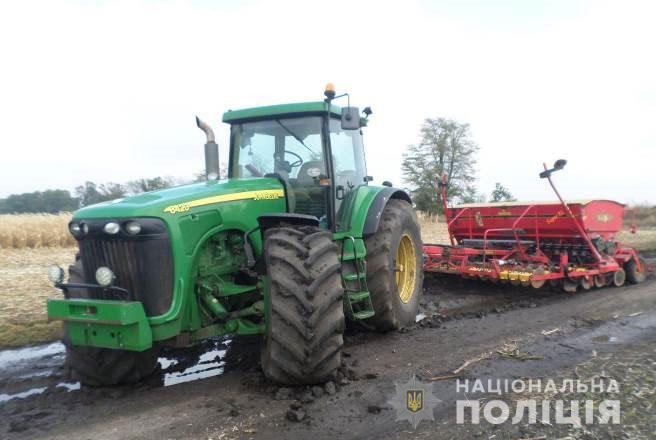 На Николаевщине работники фермы угнали трактор