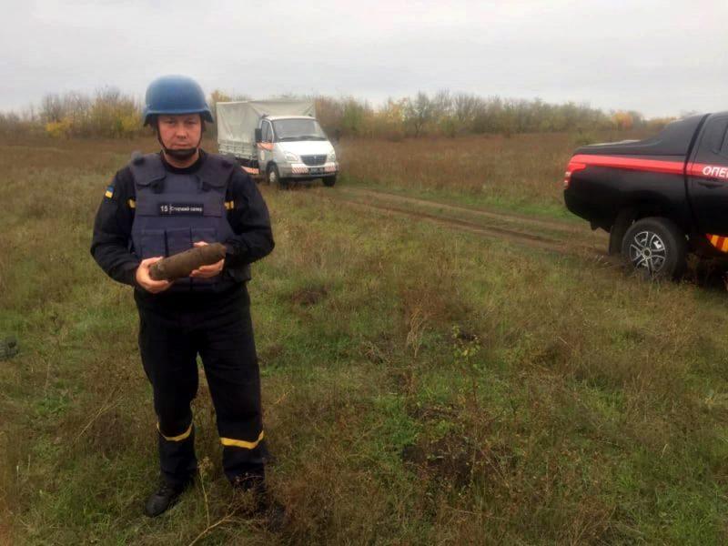 На Николаевщине обезвредили артснаряд, найденный в поле (ФОТО)