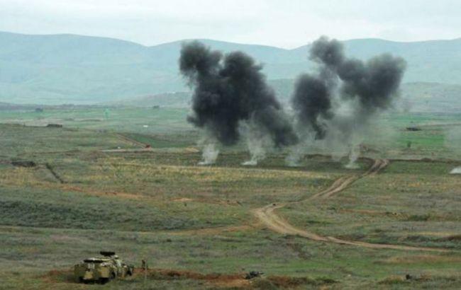 Война в Нагорном Карабахе: Армения обвиняет Азербайджан в обстреле жилых кварталов Степанакерта