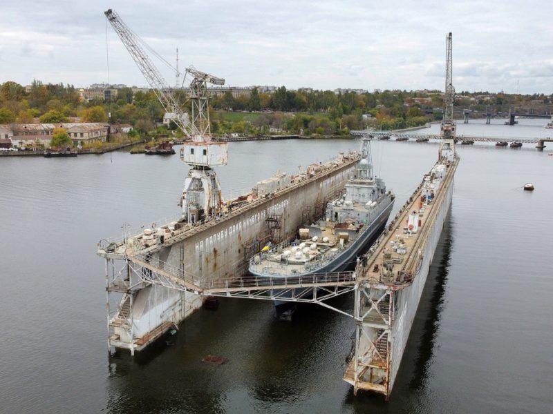 В Николаеве после докового ремонта спущен на воду СДК «Юрий Олефиренко» (ФОТО)