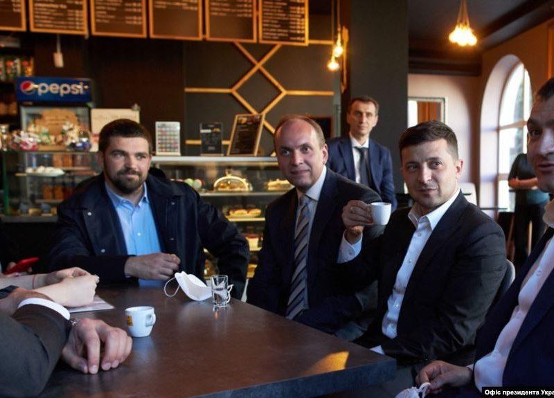 Конституционный Суд Украины открыл производство о «штрафе Зеленского» за посещение кафе в Хмельницком