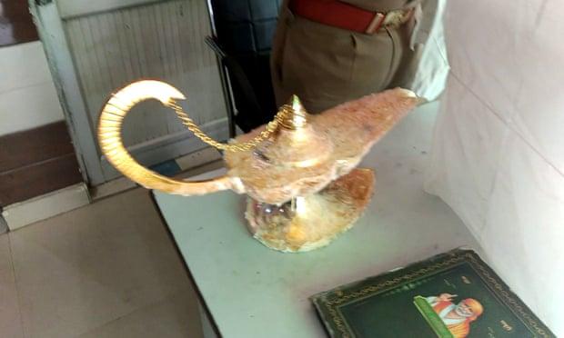 Купился и купил: в Индии за 90 тыс.долларов врач приобрел «волшебную лампу Алладина»