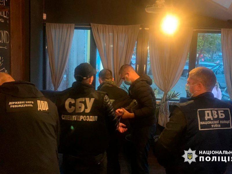 В Николаеве задержали херсонского патрульного за продажу наркотиков