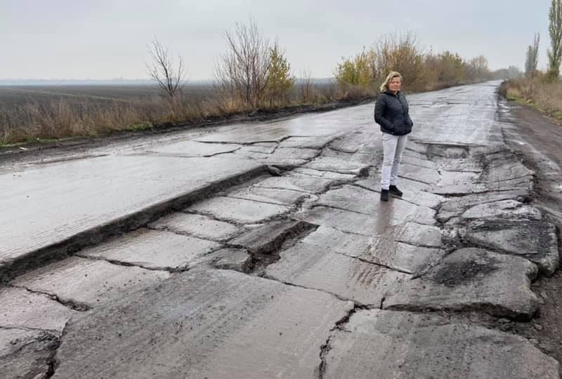 """""""Не едьте туда""""! Автомобилисты делятся впечатлениями от адовой дороги в Николаевской области (ФОТО)"""