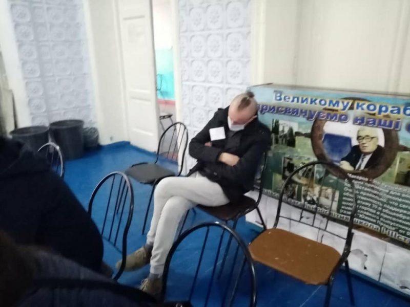 В Николаеве член участковой избирательной комиссии пришел на участок пьяным (ФОТО)