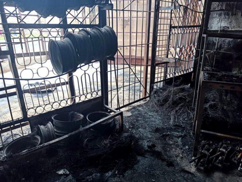 В Южноукраинске горел склад с использованными шинами. Пожарные считают, что это поджог (ФОТО)