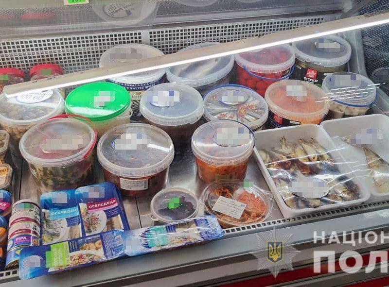 В Николаеве покупатель разбил витрину в магазине после требования надеть маску (ФОТО)