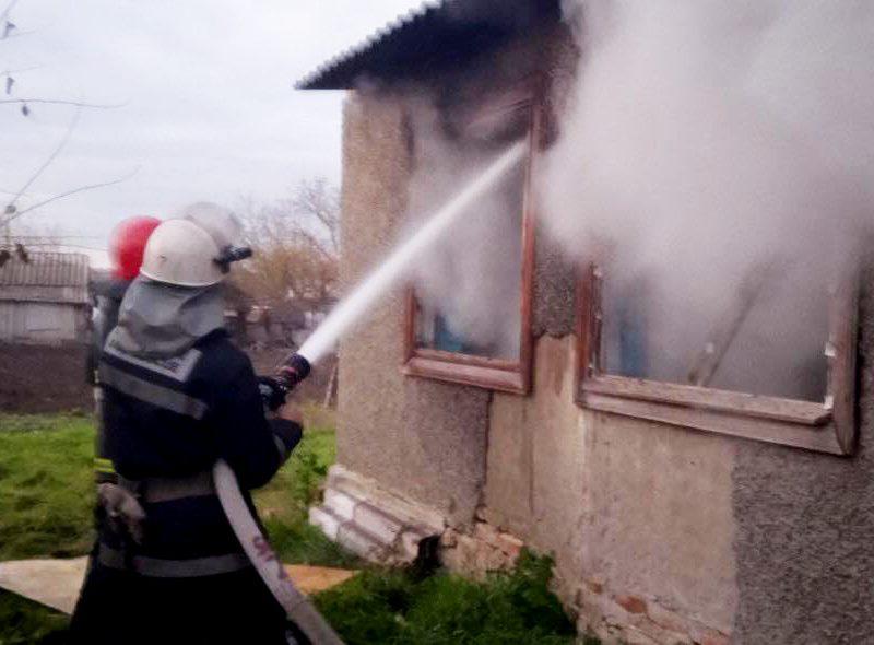 В области горели хозпостройки и дом, в Николаеве – строительный вагончик (ФОТО)