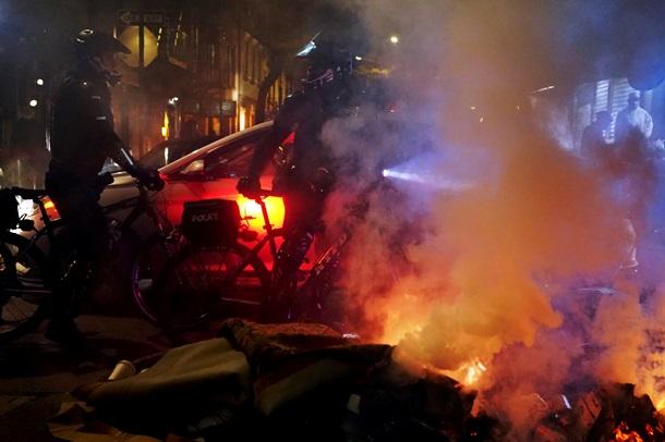 В Нью-Йорке прошли протесты и стычки с полицией