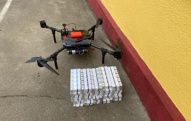 На Волыни пограничники перехватили два дрона с сигаретами (ВИДЕО)