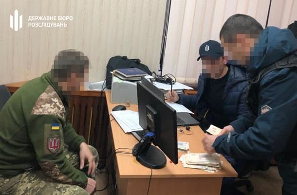 Чиновника ВСУ задержали на взятке в 400 тысяч (ВИДЕО)