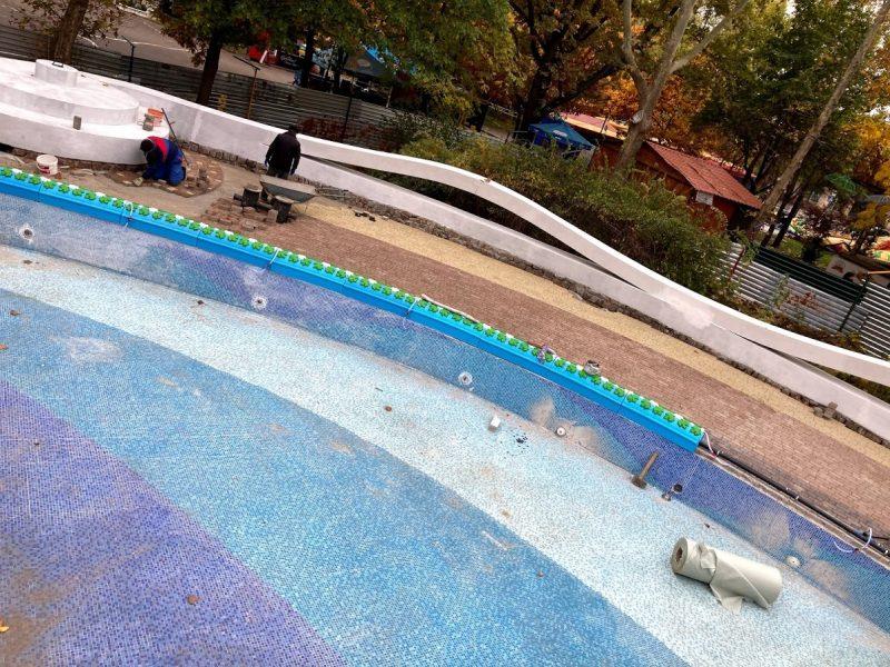 Ремонт чаши бассейна в николаевском детском городке «Сказка» планируют завершить до середины декабря (ФОТО)