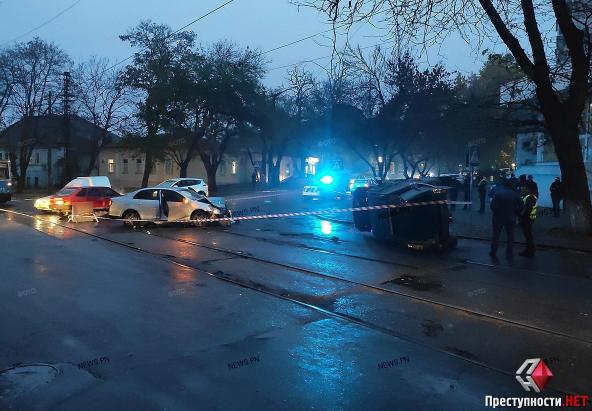 Сотрудник сервисного центра МВД в Николаеве попал в ДТП на незарегистрированной иномарке