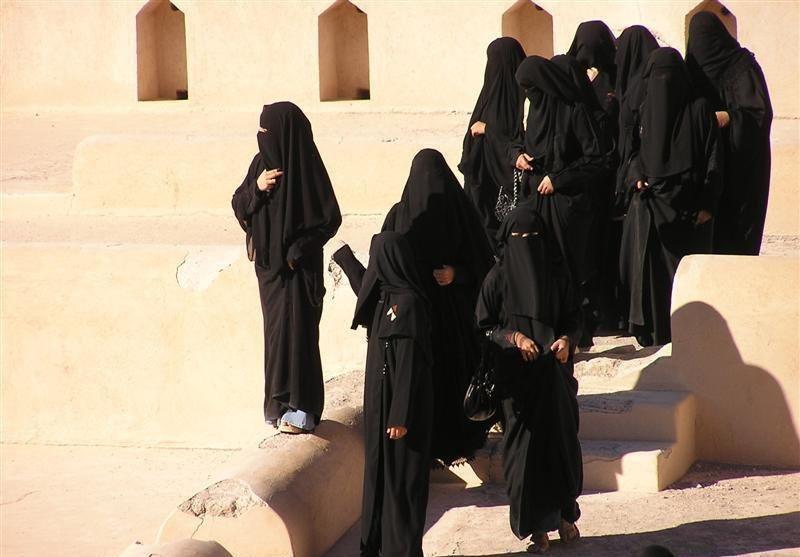 В ОАЭ разрешили пить алкоголь и запретили убивать женщин, «опозоривших» семью