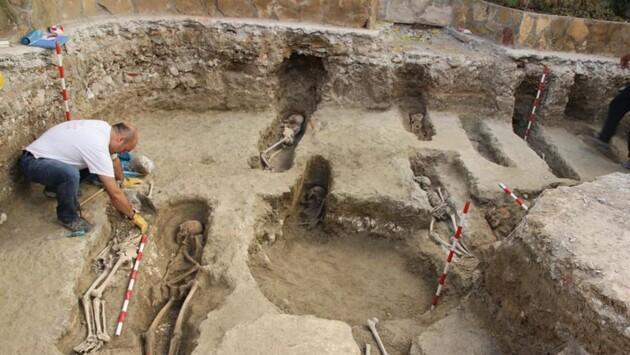 Археологи нашли в Испании 400 древних гробниц мусульман