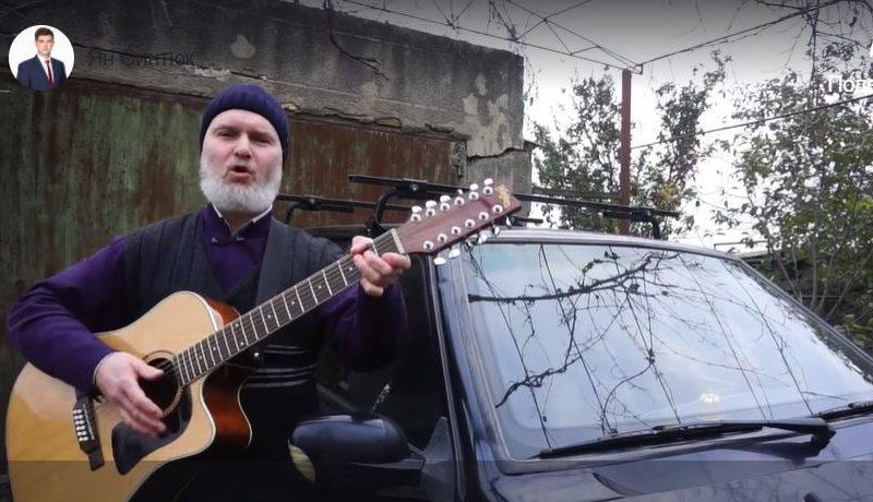 Довели. Одесский священник написал песню о плохой дороге, по которой ездит на службу (ВИДЕО)