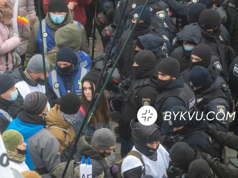 Под Радой на митинге SaveФОП протестующие подрались с полицией (ФОТО, ВИДЕО)