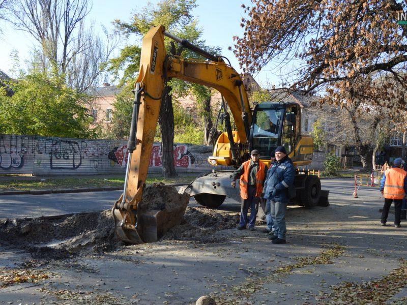В Николаеве коммунальщики опять разрыли Спасскую на углу ул. Шнеерсона. Движение транспорта затруднено (ВИДЕО и ФОТО)
