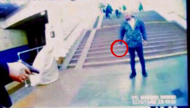 За замечание о маске мужчина напал на полицейского в метро Киева: останавливали выстрелом