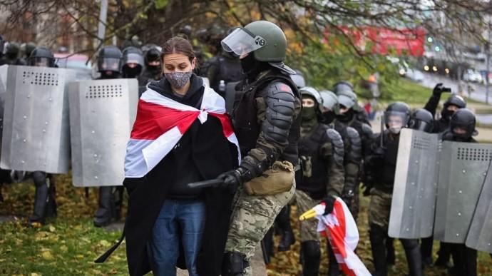 В Минске снова акция протеста, силовики стреляют и массово задерживают людей (ФОТО, ВИДЕО)