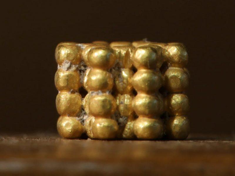 В Иерусалиме девятилетний мальчик нашел золотую бусину, которой 3000 лет (ФОТО)