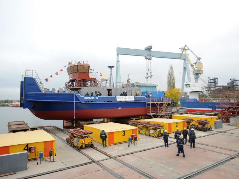 """Завод """"Нибулон"""" спустил на воду четвертый буксир проекта 121м"""