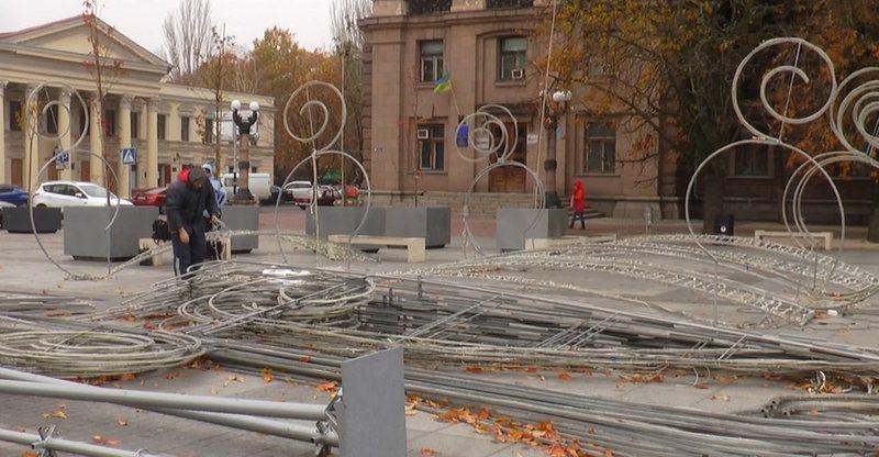 На Соборной площади готовятся к новогодним праздникам (ВИДЕО)
