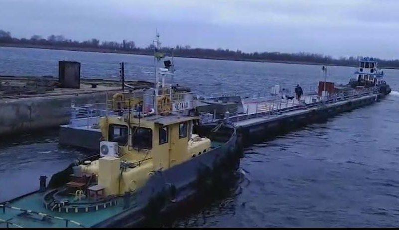 Из Херсона в Южный: к месту постоянной дислокации отправился плавучий причал для катеров ВМС Украины