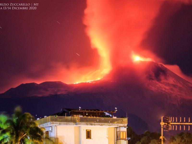 На Сицилии проснулся вулкан Этна (ФОТО, ВИДЕО)