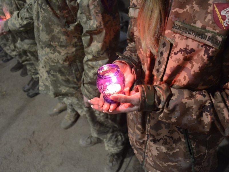 Николаевские десантники встретили Вифлеемский огонь мира в зоне ООС (ФОТО)