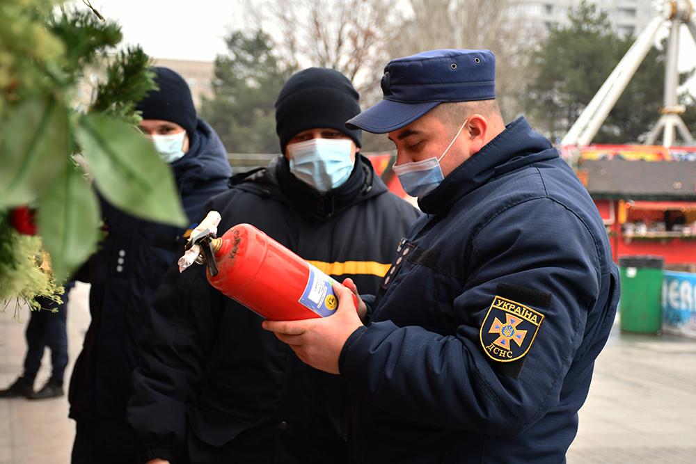 В Николаеве спасатели проверили ярмарочный городок на Соборной площади (ФОТО, ВИДЕО) 3