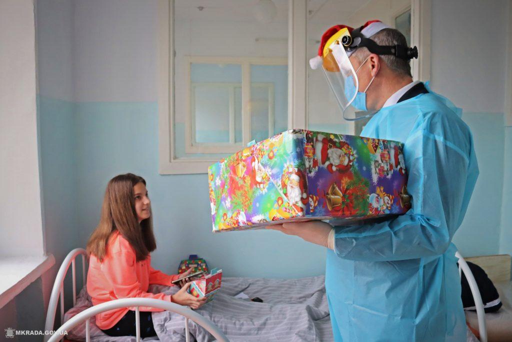 Пациенты Николаевской детской горбольницы №2 не остались без подарков на День святого Николая (ФОТО) 3