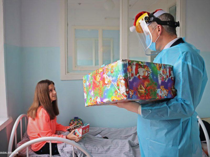 Пациенты Николаевской детской горбольницы №2 не остались без подарков на День святого Николая (ФОТО)