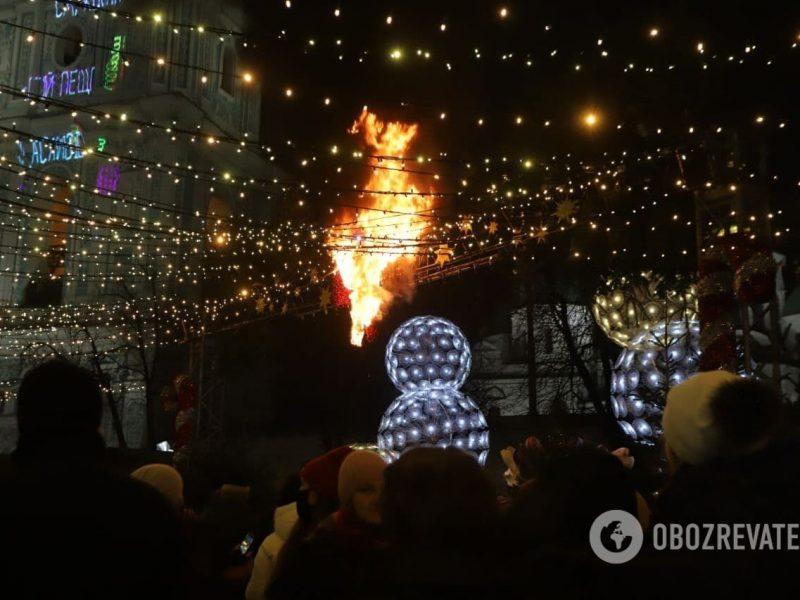 Тенденция настораживает: в Киеве во время открытия Главной елки страны загорелись декорации (ФОТО, ВИДЕО)