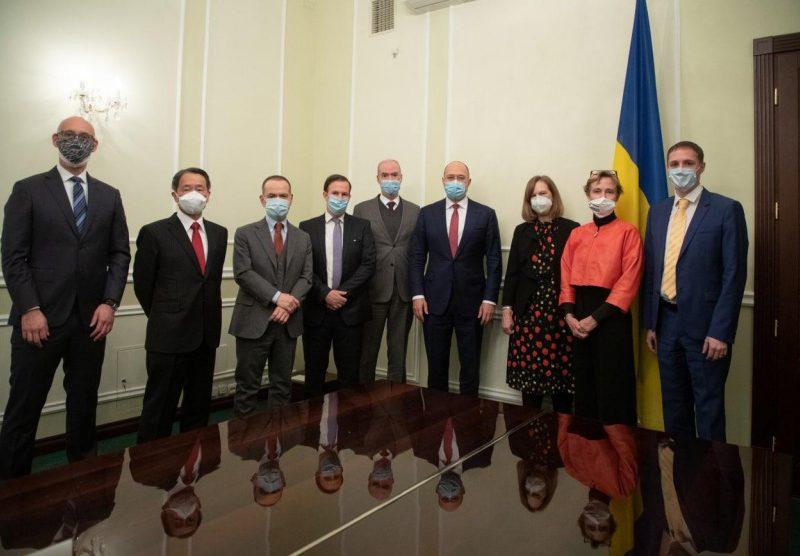 Шмыгаль обсудил закупку вакцины против COVID-19 с послами стран G7 и ЕС