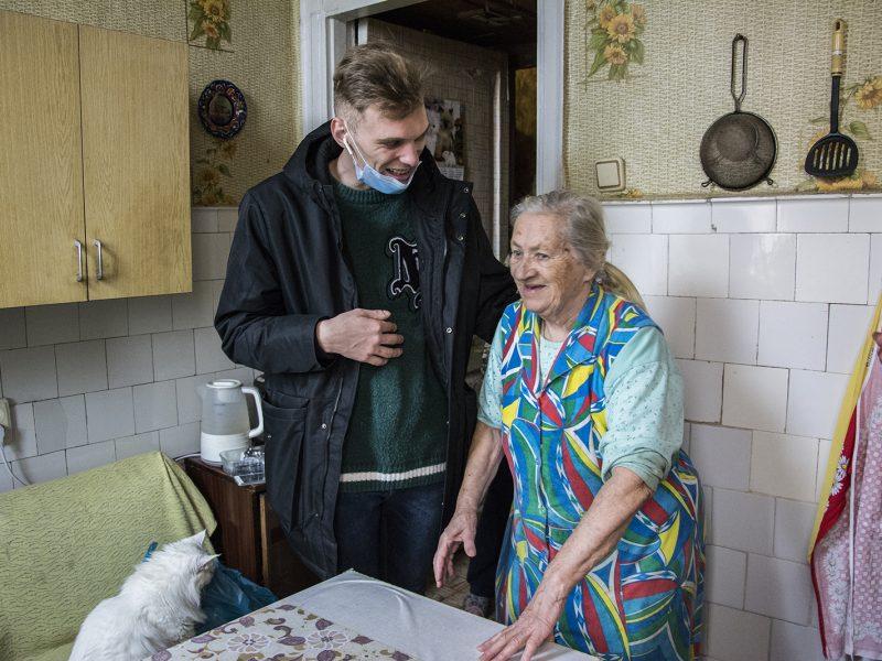 Под елочку. Пожилым людям Николаева  передали 700 кг продуктовых наборов (ФОТО)