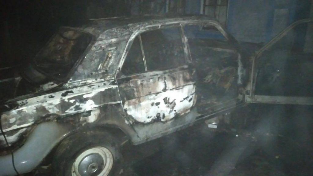 В Новом Буге сгорела припаркованная «Волга» (ФОТО) 1