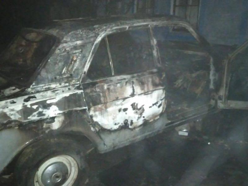 В Новом Буге сгорела припаркованная «Волга» (ФОТО)