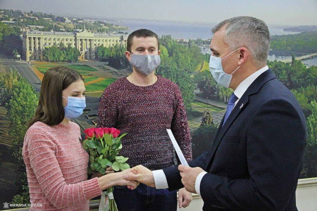 В Николаеве два врача получили «под елочку» ключи от служебных квартир (ФОТО) 3