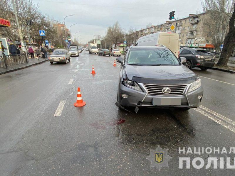 В Николаеве на пешеходном переходе Lexus сбил мужчину – пострадавший скончался в больнице (ФОТО)