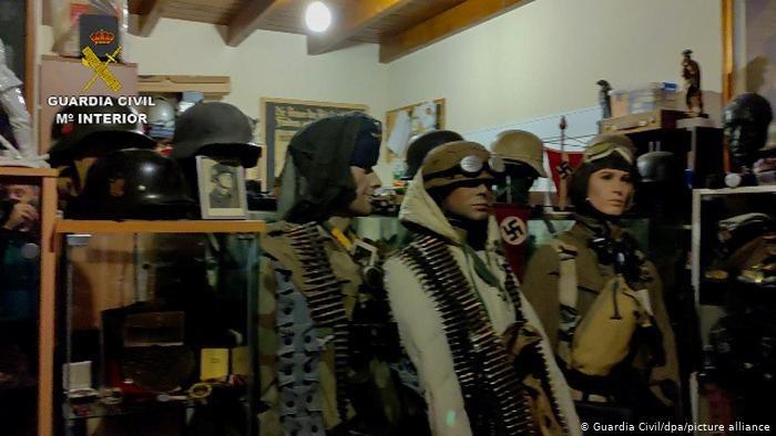 """В Испании ловили банду, а нашли """"гнездо нацистов"""" – с орденами, оружием и портретами Гитлера (ФОТО, ВИДЕО)"""