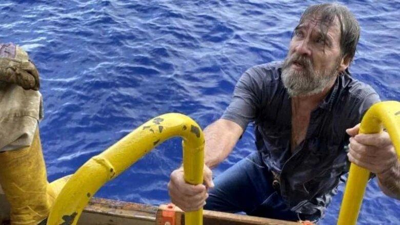 В США спасли моряка, который сутки провел в открытом море с затонувшей лодкой (ФОТО)