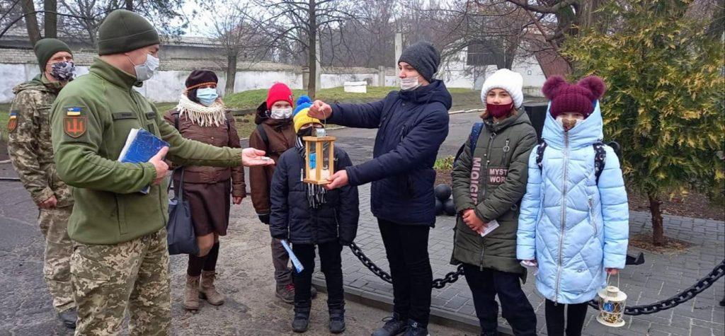 Николаевские пластуны передают Вифлеемский огонь мира военным и гражданским (ФОТО, ВИДЕО) 19