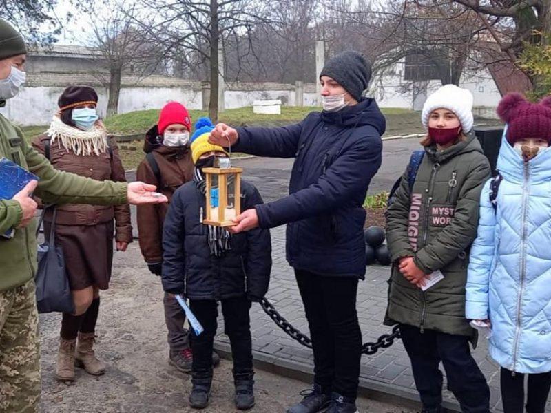 Николаевские пластуны передают Вифлеемский огонь мира военным и гражданским (ФОТО, ВИДЕО)