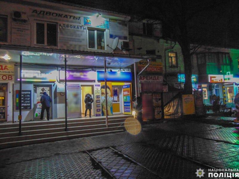 В Николаеве вооруженный грабитель напал на работницу кредитной организации