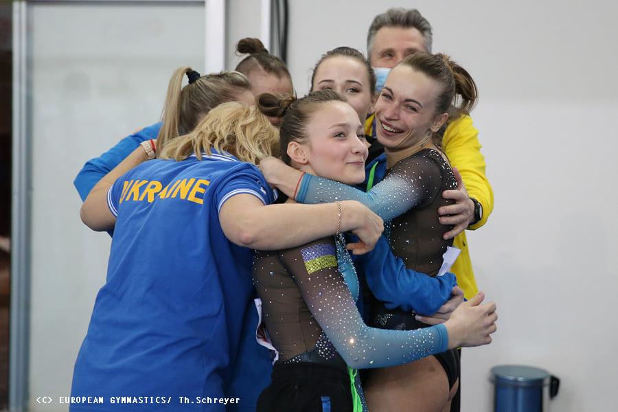 Украинские спортивные гимнастки взяли золото на Чемпионате Европы (ФОТО) 11