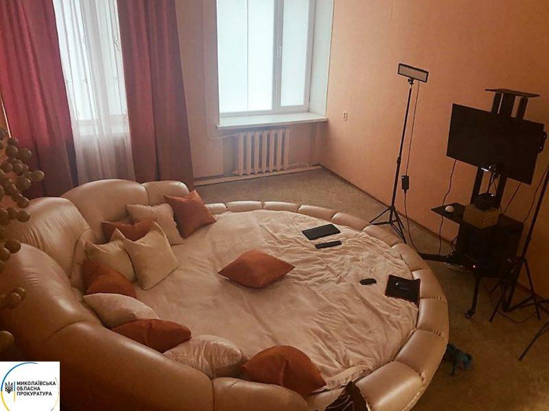 Пара николаевцев  устроила онлайн-порностудию в арендованном офисе (ФОТО)